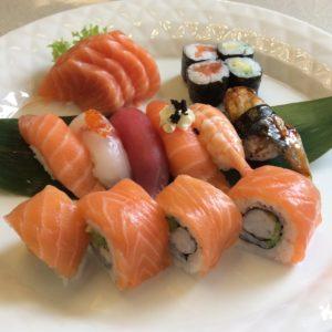 16a-sushi-sashimi-solo-salmone