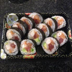 51-futomaki-con-pesce-misto